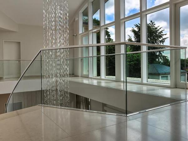 Ganzglas-Geländersysteme